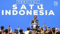 Calon Presiden petahana Joko Widodo saat memberikan pidato politiknya pada acara Festival Satu Indonesia di Istora, Senayan, Jakarta, Minggu (10/3). Pada pidatonya Jokowi mengenalkan kartu prakerja bila terpilih. (Liputan6.com/Johan Tallo)