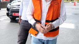 Terdakwa kasus PLTU Riau-1, Johannes Budisutrisno Kotjo tiba di Gedung KPK, Jakarta, Selasa (26/2). Johannes Budisutrisno Kotjo diperiksa untuk pengembangan baru suap terkait proyek pembangunan PLTU Riau-1. (Merdeka.com/Dwi Narwoko)
