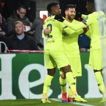 Barcelona masih menunjukan diri sebagai klub terbaik di dunia. Materi pemain yang dimiliki membuat Barcelona begitu pede di La Liga. Buka tidak mungkin musim ini Barcelona akan merengkuh tiga tropi juara secara bersamaan. (AFP/Emmanuel Dunand)