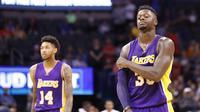 Ekspresi pemain Los Angeles Lakers, Julius Randle #30 dan Brandon Ingram #14 usai kalah 113-96 dari Oklahoma City Thunder pada lanjutan NBA basketball game di Oklahoma City, (30/10/2016). (AP/Alonzo Adams)