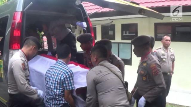 Akibat menyenggol kendaraan seorang warga anggota Polres Tolikara Papua tewas dikeroyok warga. Ironisnya kejadiannya itu tidak jauh dari Mapolres Tolikara Papua