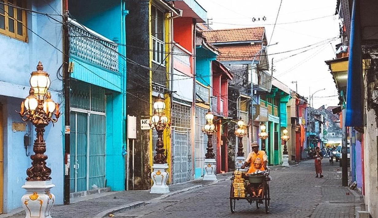 Pemerintah Kota Surabaya telah merevitalisasi kawasan wisata kota tua di Surabaya bagian Utara, tepatnya di Jalan Panggung, Surabaya, Jawa Timur. Proses revitalisasi kawasan kota tua di Surabaya juga dilakukan di Jalan Karet dan Kembang Jepun. (Liputan6.com/IG/@surabaya)
