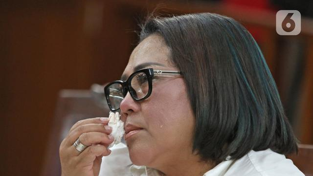Tangis Nunung Saat Divonis 1 Tahun 6 Bulan Penjara