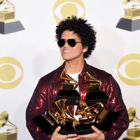 Bruno Mars raih kemenangan di Grammy Awards 2018. (AFP / Michael loccisano / GETTY IMAGES NORTH AMERICA )