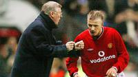 1. David Beckham (Manchester United) – Kekalahan dari Arsenal pada ajang Piala FA 2002-2003 membuat Sir Alex Ferguson mengamuk di ruang ganti. Mantan pemain Real Madrid ini menjadi korban salah sasaran dari amarah sang pelatih. (AFP/Odd Andersen)