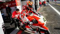 Pembalap AHRT, Dimas Ekky Pratama, tak sabar untuk menghadapi balapan FIM CEV Moto2 European Championship 2018 seri Valencia, Minggu (29/4/2018). (Astra Honda Racing Team)