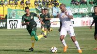Duel PS Tira vs Persebaya di Stadion Sultan Agung, Bantul, Jumat (13/4/2018). (Bola.com/Ronald Seger Prabowo)