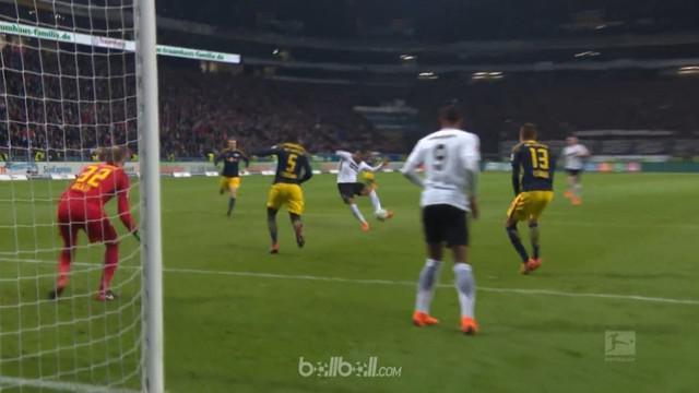 Leipzig gagal meraih poin kala bertandang ke markas Eintracht Frankfurt dan harus menerima kekalahan dengan skor 2-1. Jean Kevin A...