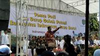 Menteri Pertanian Amran Sulaiman menyaksikan penyerapan gabah milik petani di Kabupaten Indramayu, Jawa Barat. (Foto:Liputan6.com/Septian Deny)