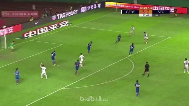 Guangzhou R&F berhasil memangkas jarak empat poin dari pemuncak klasemen Liga Super China, Shanghai SIPG usai menghajar Shanghai S...