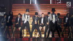 TVXQ tampil menghibur penonton saat konser perdana bertajuk Circle di ICE BSD, Tangerang, Sabtu (31/8/2019). Boyband TVXQ  asuhan SM Entertainment mengawali konser di Indonesia setelah 16 tahun debut. (Liputan6.com/Fery Pradolo)