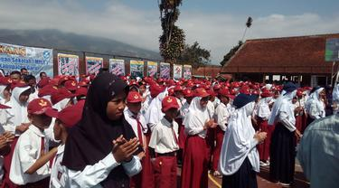 Ilustrasi anak-anak pelajar SD yang tengah masa pengenalan sekolah di Garut