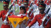 Sebelum Maria Felicia Gunawan, gadis-gadis cantik ini lah yang bertugas membawa baki bendera pusaka.