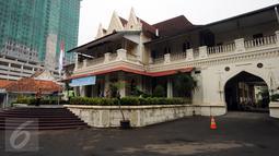 Tampilan samping eks kediaman Raden Saleh di kawasan Cikini, Jakarta, Selasa (26/4/2016). Sekitar 1852, Raden Saleh, maestro lukis Indonesia mendirikan rumah ini di atas tanah milik istrinya. (Liputan6.com/Helmi Fithriansyah)