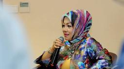 Dra Ir Hj Eni Sumarni, Mkes (Senator asal Jawa Barat) mendukung Pilkada langsung hanya saja katanya, perlu perbaikan-perbaikan mendasar, Jakarta, Rabu (15/10/2014) (Liputan6.com/Andrian M Tunay)