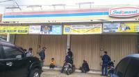 Sebuah minimarket di Cikarang Pusat, Bekasi dirampok. (Liputan6.com/Bam Sinulingga)