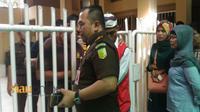 Kasipidum Kejari Pekanbaru saat menyelidiki insiden kaburnya tahanan terdakwa kasus pencurian yang kabur usai sidang di PN Pekanbaru, Kamis, 24 Mei 2018. (Riauonline.co.id)