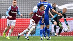 Lingard membuka keunggulan West Ham pada menit ke-30 lewat tembakan kaki kanan dari bagian tengah kotak penalti ke sudut bawah gawang. Sementara gol keduanya lahir jelang berakhirnya babak pertama. (Foto: AFP/Pool/Justin Setterfield)