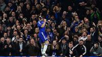 Ekspresi pemain Chelsea, Cesar Azpilicueta, setelah mencetak gol ke gawang West Bromwich Albion dalam lanjutan Liga Inggris di Stadion Stamford Bridge, London, (13/1/2016). (AFP/Ben Stansall)