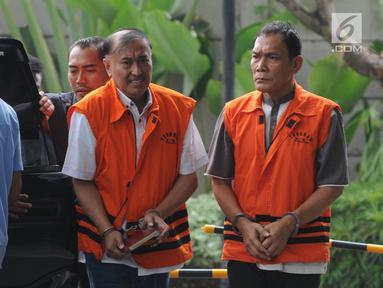 Anggota DPR RI nonaktif Markus Nari (kiri) dan Hakim Pengadilan Negeri Balikpapan Kayat tiba untuk menjalani pemeriksaan di Gedung KPK, Jakarta, Kamis (4/7/2019). Markus Nari diperiksa terkait dalam kasus dugaan korupsi proyek pengadaan KTP elektronik. (merdeka.com/Dwi Narwoko)