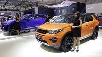 Suasana launching mobil Jaguar F-Pace, Jaguar XF dan Land Rover Discovery Sport dalam rangkaian Gaikindo Indonesia International Auto Show 2016 di ICE BSD, Tangerang, Kamis (11/8/2016). (Bola.com/Arief Bagus)