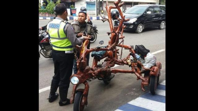 Temannya Vespa Gembel Kena Penertiban Pihak Kepolisian Otomotif