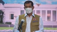 Ketua Satgas Penanganan COVID-19 Doni Monardo menegaskan pelaksanaan vaksinasi COVID-19 harus seiring penerapan protokol kesehatan saat menyambut kedatangan bulk vaksin Sinovac di Bandara Soekarno-Hatta, Selasa, (12/1/2021). (Humas Sekretariat Kabinet RI)