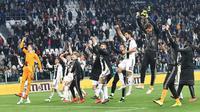 Para pemain Juventus merayakan kemenangan atas AC Milan pada laga Serie A di Stadion Allianz, Turin, Sabtu (6/4). Juventus menang 2-1 atas AC Milan. (AP/Andrea Di Marco)