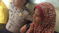 Nenek Saiminun yang tertipu uang mainan milik warga Kabupaten Muara Enim Sumsel (Liputan6.com / Nefri Inge)