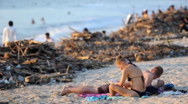 Pantai Kuta Bali Penuh Tumpukan Sampah