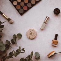 ilustrasi makeup | unsplash.com/@anniespratt