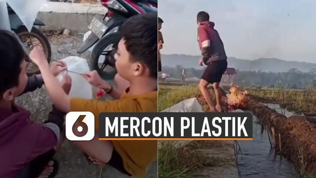 Sebuah video memperlihatkan sekumpulan pemuda sedang meledakkan petasan yang terbuat dari kantong plastik.