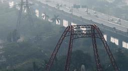 Penampakan polusi udara di langit Jakarta Utara, Senin (29/7/2019). Menurut AirVisual di situsnya, Air Quality Index (AQI) Jakarta berada di angka 188 pada pagi tadi. (Liputan6.com/Faizal Fanani)