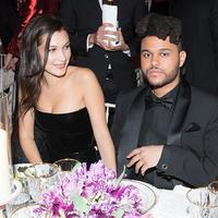 Bella Hadid dan The Weeknd tertangkap tengah ngobrol dengan akrab dalam sebuah pesta pada 10 May 2018. (REX/Shutterstock)