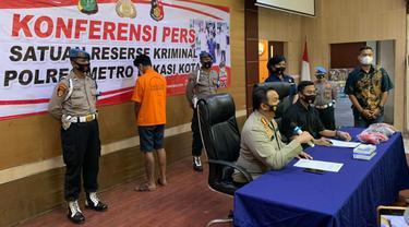 Polres Metro Bekasi Kota gelar perkara kasus pencabulan anak di bawah umur dengan tersangka anak anggota DPRD Kota Bekasi berinisial AT (21). (Foto: Liputan6.com/Bam Sinulingga)