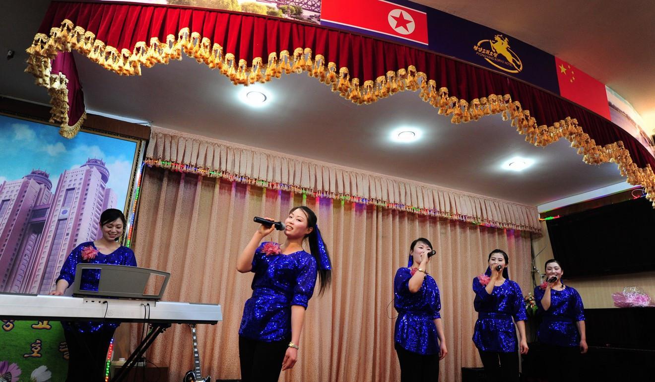 Pekerja Restoran Korea Utara di Dandong, China (AFP)