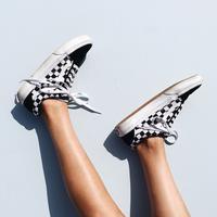 Deretan sepatu yang bikin penampilan gaya dan kekinian. (Sumber foto: Pinterest)
