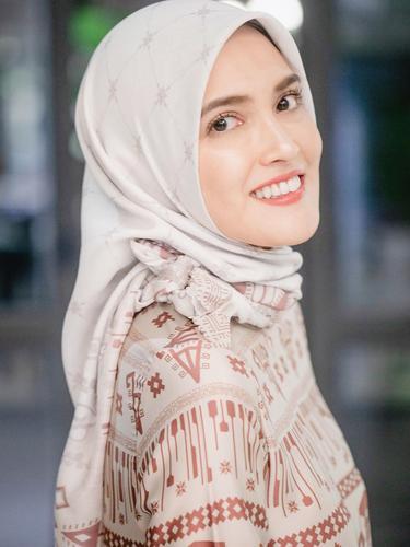 Punya Bentuk Wajah Oval Intip Tutorial Hijab Ini Fashion Fimela Com