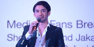 Tidak melulu urusan akting, kali ini Reza Rahadian diminta menjadi pembicara di Indonesian Diaspora Network Global. Saat itu Reza berbicara soal toleransi dalam kehidupan bermasyarakat. (Nurwahyunan/Bintang.com)