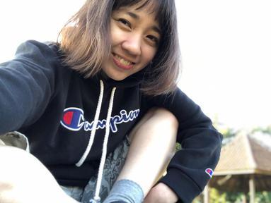 Nama Rana Cynthia mulai dikenal luas oleh publik setelah memerankan karakter Ipeh di sinetron Si Entong. Kini 15 tahun berselang, Rana sudah beranjak dewasa dan penampilannya semakin cantik saja saat berfoto selfie. (Liputan6.com/IG/@rncynth)