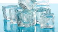 Manfaat es batu untuk wajah. (foto: boldsky.com)