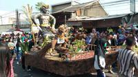 Warga maupun wisatawan memadati kegiatan perayaan Memayu Buyut Trusmi Kabupaten Cirebon. Foto (Liputan6.com / Panji Prayitno)