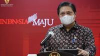 Menteri Koordinator Bidang Perekonomian Airlangga Hartarto memberikan keterangan pers usai Rapat Terbatas mengenai Penanganan Pandemi COVID-19, di Kantor Presiden Jakarta, Senin (3/5/2021). (Biro Pers Sekretariat Presiden)