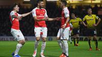 Olivier Giroud (tengah) rayakan gol kedua Arsenal ke gawang Watford (Reuters / Alan Walter )