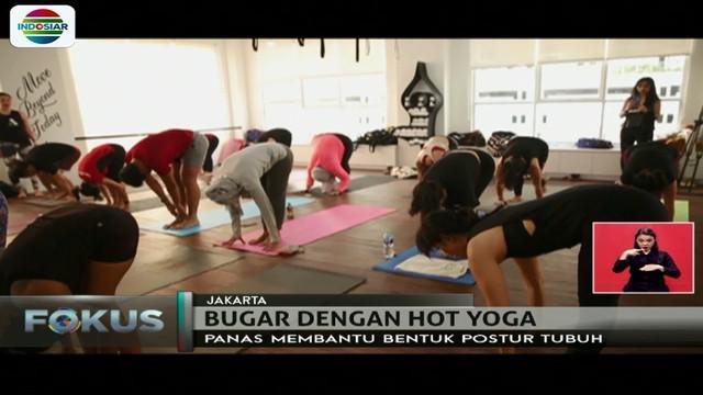Sesi hot yoga dimulai dengan melakukan pranayama breathing atau latihan pernafasan.