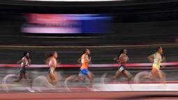 Atlet bertanding di final 10.000m putri pada Olimpiade Tokyo 2020 di Olympic Stadium, Tokyo, Sabtu (7/8/2021). (Foto: AFP/Jonathan Nackstrand)