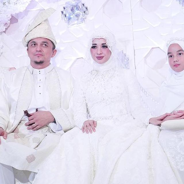 3 Sorotan Media Malaysia Seputar Penikahan Laudya Cynthia Bella Global Liputan6 Com