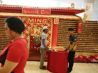 Penampakan bangunan berbahan baku kue keranjang di Senayan City, Jakarta, Kamis (8/2). Acara ini terselenggara berkat kerja sama antara Senayan City bersama Ming by Tunglok. (Liputan6.com/Immanuel Antonius)