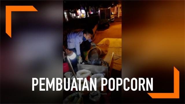 Aksi seorang pedagang kaki lima membuat popcorn dengan cara kuno di China. Pembuatannya membutuhkan waktu 4 menit dan menghasilkan suara ledakan keras pada akhir proses.