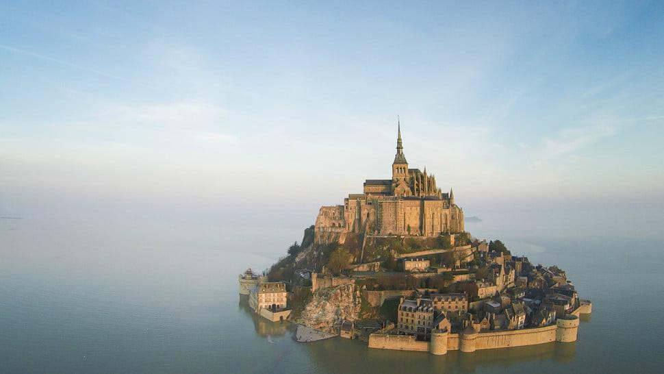 Mont Saint-Michel di Normandy, Prancis. (Doc: WanaiiFilms/Dronestagram)